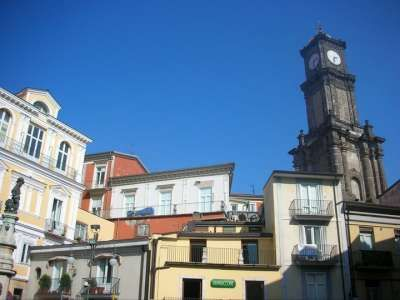 Avellino - Sequestro di 300chili di frutta e multa a due fruttivendoli in centro città